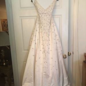 Classic Carolina Herrera Wedding Dress